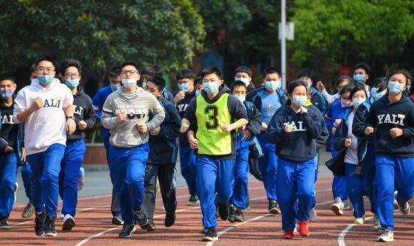 国内多地叫停体育课戴口罩,3起学生跑步猝死事件!